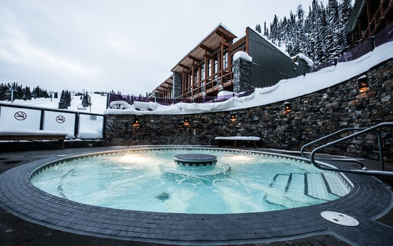 For ultimate après convenience, the on-mountain Sunshine Mountain Lodge is perfect after a day at Sunshine Village Ski Resort. Photo: Liam Doran.