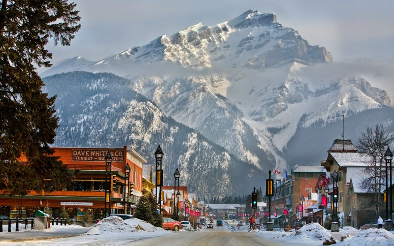 The town of Banff is known for its variety of shopping & dining options. Photo: Paul Zizka.