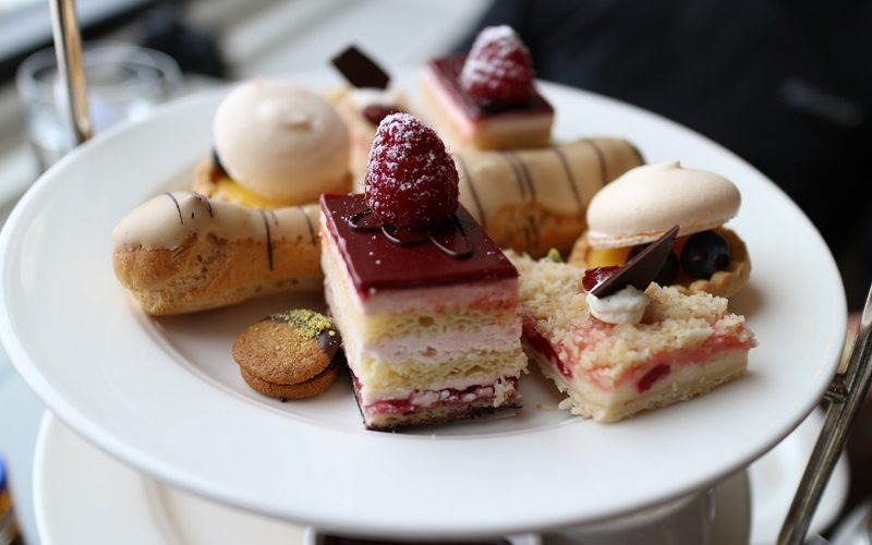 Head to Fairview Dining Lounge for a luxurious afternoon tea. Photo via elsiehui.com
