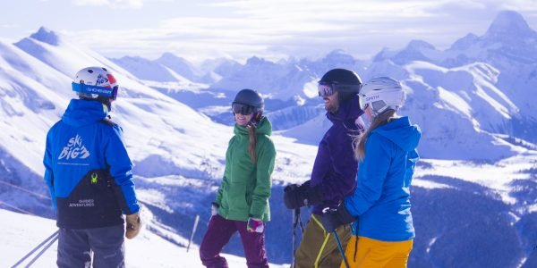 Group of skiers on a guided adventure at Sunshine Village Sunshine Village by Devaan Ingraham Club Ski lessons will take your vacation to the next level. Photo: Mark Walker at Lake Louise Ski Resort. The excitement of a shared challenge is a great opportunity to meet new people. Photo: Mt Norquay. Build your skills rapidly and get the inside scoop from our expert Club Ski instructors. Photo: Devaan Ingraham at Sunshine Village. Club Ski has you covered